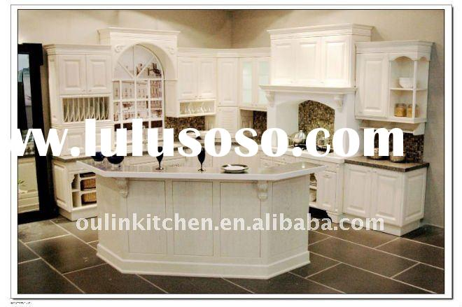 Light colored solid wood kitchen cabinet with shaker door design