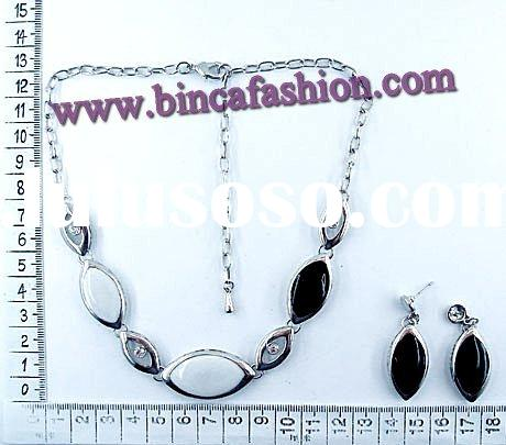 Costume jewelry, Fashion jewelry, Black and white necklace and earrings set